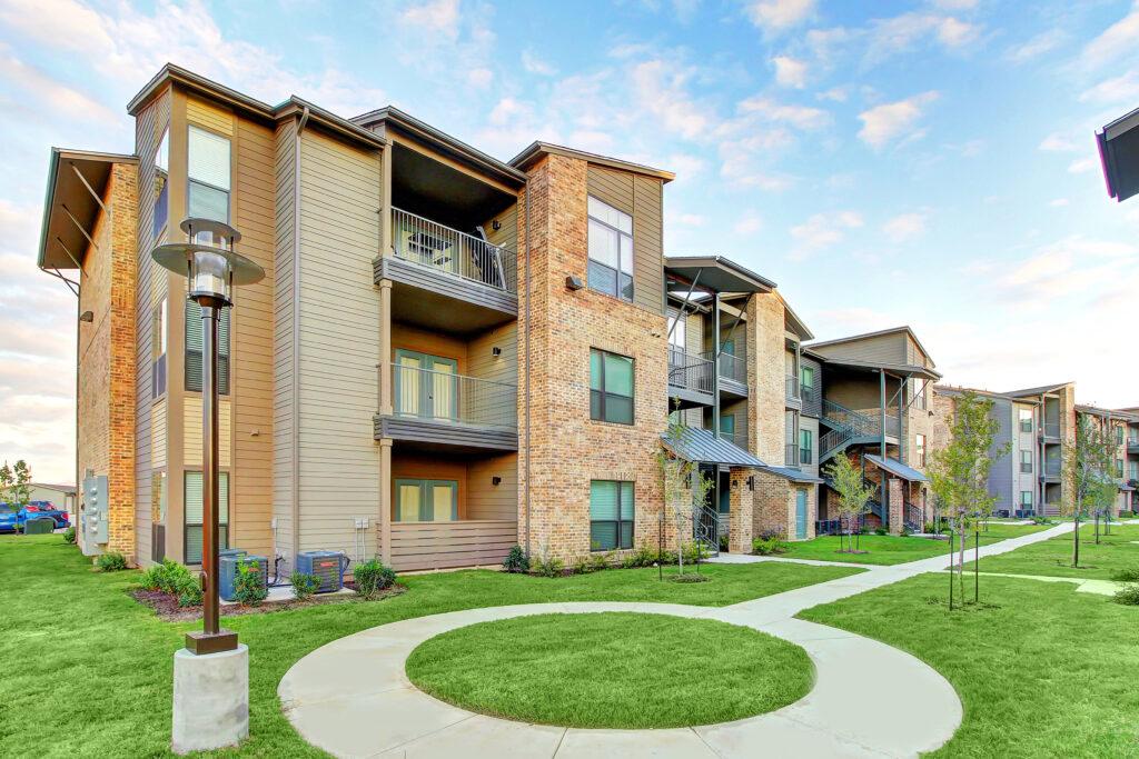 multifamily investment, apartment building